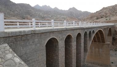 必威真人游戏331线乌珠尔至北银根公路工程沿线桥梁
